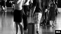 Куфери, луѓе патуваат, аеродром, визи.