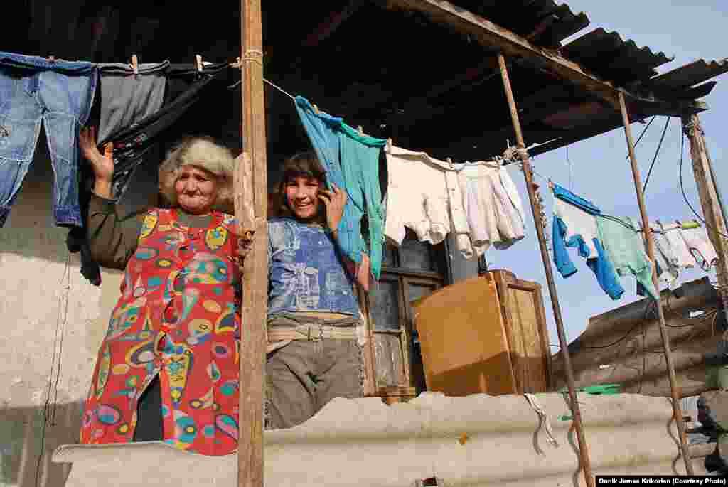 Армянские жители села Цопи, где около 80% населения составляют азербайджанцы.