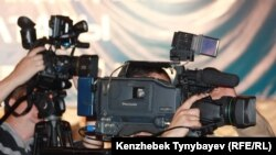 Телеоператоры во время пресс-конференции. Иллюстративное фото.
