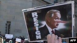 Demonstranti traže ostavku Džefa Sešnsa ispred Ministarstva pravde u Vašingtonu