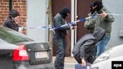 Բեգիական ոստիկանությունը հատուկ գործողության ժամանակ, արխիվ