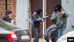 Policia e Belgjikës gjatë hetimeve në Bruksel në muajin prill