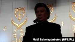 Председатель Союза писателей Казахстана Нурлан Оразалин на встрече с молодежью. Алматы, 18 декабря 2011 года.