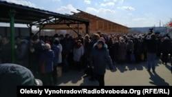 Очередь на КПВВ в сторону подконтрольной Украине территории