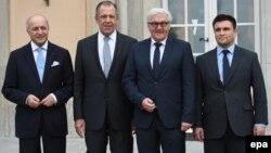 Ձախից աջ՝ Ֆրանսիայի, Ռուսաստանի, Գերմանիայի և Ուկրաինայի ԱԳ նախարարներ Լորան Ֆաբիուս, Սերգեյ Լավրով, Ֆրանկ-Վալտեր Շտայնմայեր և Պավլո Կլիմկին, արխիվ