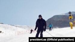 Prezident və xanımı Şahdağda xizək sürür- [Fotolar]