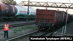 Грузовые поезда в Алматинской области. Иллюстративное фото.