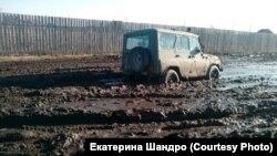 Бездорожье в аале Сапогово в Хакасии