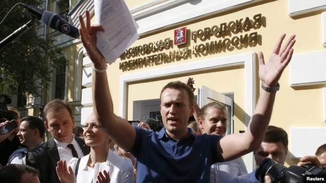 Aleksei Navalny speaks outside the Moscow Election Commission shortly before being briefly detained by police.