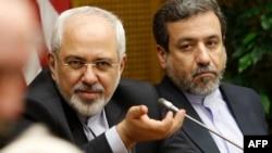 محمدجواد ظریف، وزیر خارجه ایران (چپ) به همراه عباس عراقچی (راست)