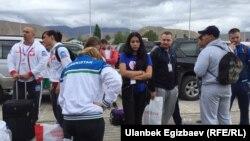 II Дүйнөлүк көчмөндөр оюндарына келген өзбекстандык спортчулар. 3-сентябрь, 2016-ж. Чолпон-Ата шаары.