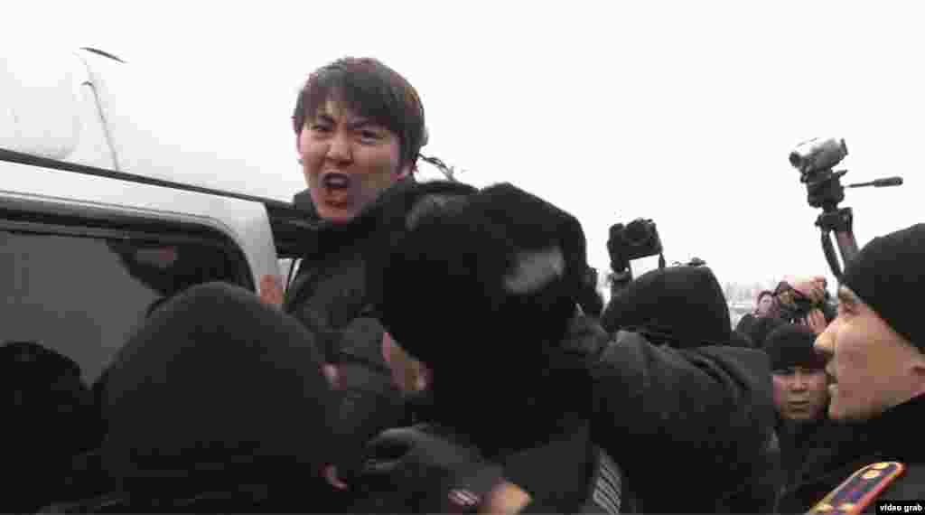15 февраля в Алматы прошел митинг с участием более сотни человек, не согласных с проведенной 11 февраля одномоментной девальвацией, в результате которой курс тенге упал на 19 процентов. Собравшиеся недалеко от памятника Абаю скандировали «Шал, кет!» («Старик, уходи!») - пытаясь пройти к оцепленному полицейскими памятнику. Затем они выдвинулись в сторону площади Республики, где были схвачены полицейскими. В итоге десятки человек были задержаны, многие оштрафованы, один человекарестованна 10 суток.