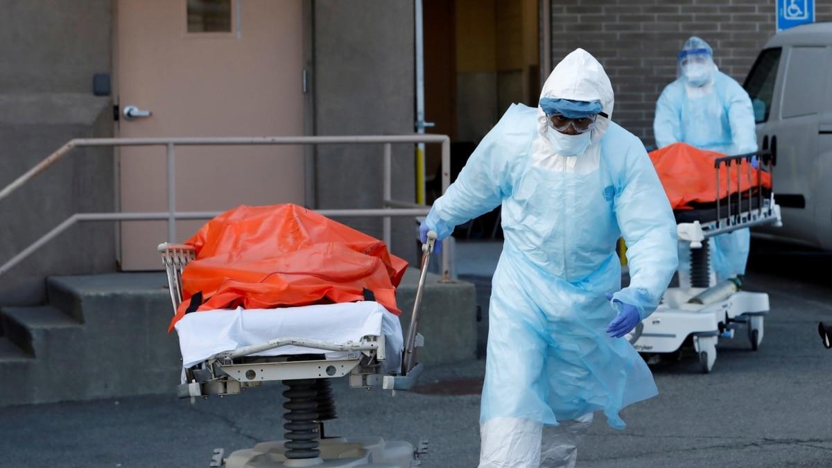 Коронавирус «будет преследовать человечество, пока не изобретут вакцину – чиновник ВОЗ