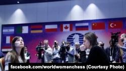 Українка Музичук (праворуч) стала чемпіонкою світу з шахів,