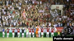 Перед футбольным матчем в Актобе. Иллюстративное фото.