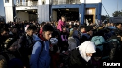 Грекияның Лесбос аралына келіп түскен мигранттар. 23 ақпан 2016 жыл.