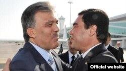 Türkmen prezidenti G.Berdmuhamedow türkiýeli kärdeşi Abdylla Gül bilen duşuşýar, 11-nji noýabr, Türkmenbaşy şäheri.