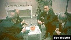 Истанбулда Азәрбайҗан президенты Илһам Алиев (у) һәм кырымтатар җитәкчеләре