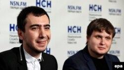 Уладзімір Кузьняцоў (псэўданім Уладзімер Красноў) і Аляксей Сталяроў (справа).