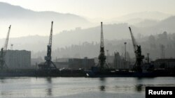 Морской порт Батуми (архивное фото)