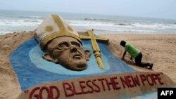 Lik pape Franje na plaži u Puriju, Indija