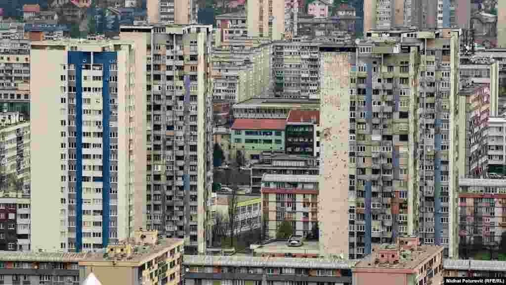 Residential buildings are seen in Sarajevo, Bosnia-Herzegovina, on November 29. (Midhat Poturovic, RFE/RL)