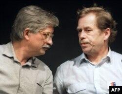 Cu Vaclav Havel în 1989...