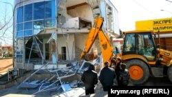 Знесення торгового центру в Сімферополі