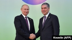 Russian President Vladimir Putin (left) meets with Turkmen President Gurbanguly Berdymukhammedov in Ashgabat on October 11.