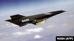 نسخه اولیه، ایکس-۴۳ بیش از هفت برابر سرعت صوت در حدود ۸۰۵۰ کیلومتر در ساعت را در ارتفاع ۳۰ کیلومتری زمین را تجربه کرد.