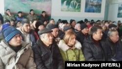 Участники акции протеста против разработчиков угольных месторождений в Нарынской области КР.