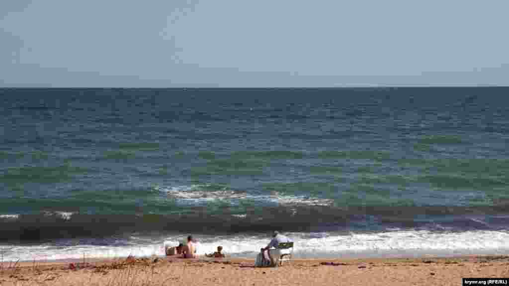 На пляжах немноголюдно