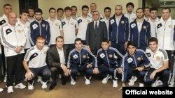 Իտալիայի հետ հանդիպումից առաջ երեկ Հայաստանի ազգային հավաքականի ֆուտբոլիստներին ընդունեց նախագահ Սերժ Սարգսյանը` հաջողություն մաղթելով նրանց