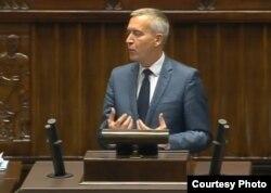Роберт Тишкевич із партії «Громадянська платформа» закликає депутатів Сейму ухвалити помірковану версію резолюції