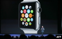 """Apple Watch"" sagatlary"