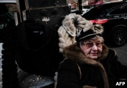 Женщина, торгующая шубами на Брайтон-Бич