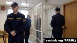 Аляксандар Рымашэўскі і ягоны адвакат Дзьмітры Гарачка падчас суду ў 2017 годзе