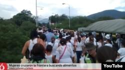 Сотни женщин на границе с Колумбией собрались, чтобы купить продукты