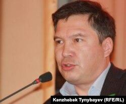 «Руханият» партиясының төрағасы Серікжан Мәмбеталин. Алматы, 15 қазан 2011 жыл.