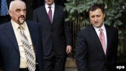 Մոլդովա - Մոլդովայի վարչապետ Վլադիմիր Ֆիլատի (աջից) եւ Մերձդնեստրի ղեկավար Իգոր Սմիրնովի հանդիպումը Բենդերում, 21-ը նոյեմբերի, 2011թ.