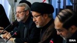 از راست حسن رحیم پور ازغدی، عضو شورای عالی انقلاب فرهنگی، سعیدرضا عاملی، دبیر شورا و علی لاریجانی، رئیس مجلس