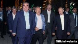 Президенты, участвующие на саммите ОДКБ (слева направо) А.Атамбаев, Э.Рахмон, Н.Назарбаев, А.Лукашенко, В.Путин.