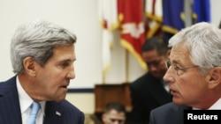 John Kerry (majtas) dhe Chuck Hagel