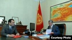 Президент Алмазбек Атамбаев менен Коргоо кеңешинин катчысы Темир Жумакадыров