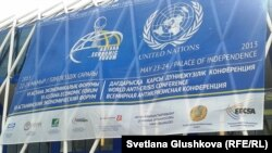 6-Астана экономикалық форумы туралы баннер. Астана. 22 мамыр 2013 жыл. (Көрнекі сурет).