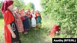 Әлмәт районы Илтән-Бута авылында керәшеннәрнең Җапрак бәйрәме