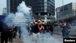 Pamje gjatë përleshjeve në Hong Kong.