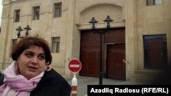 Хадиджа Исмайлова возле прокуратуры