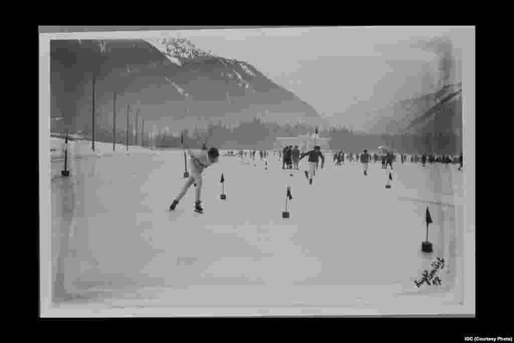 Speed skaters on the ice