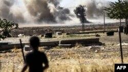 کودکی در مرز ترکیه و سوریه شاهد صحنههای نبرد است